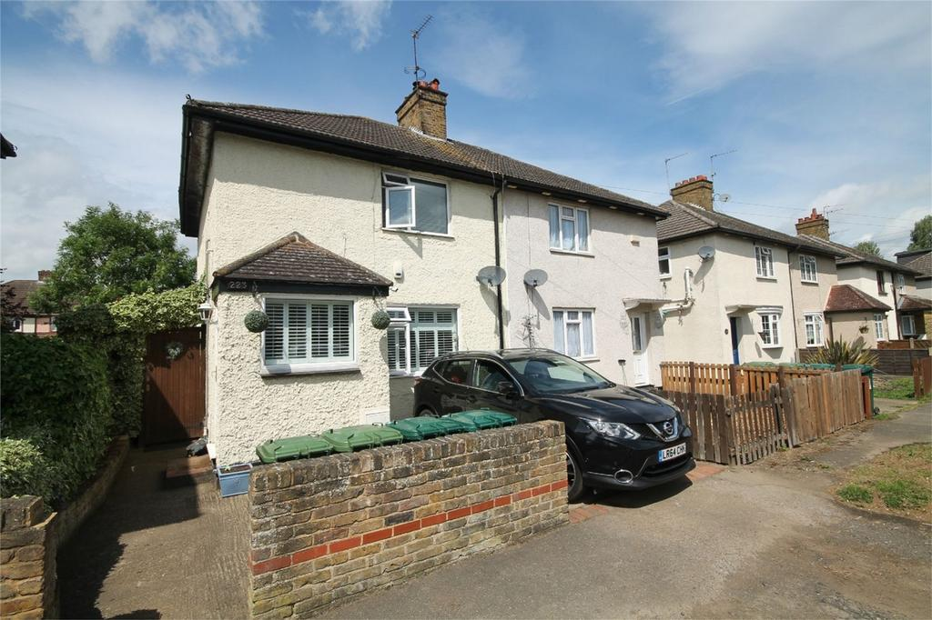 3 Bedrooms Semi Detached House for sale in Woodthorpe Road, Ashford, Surrey