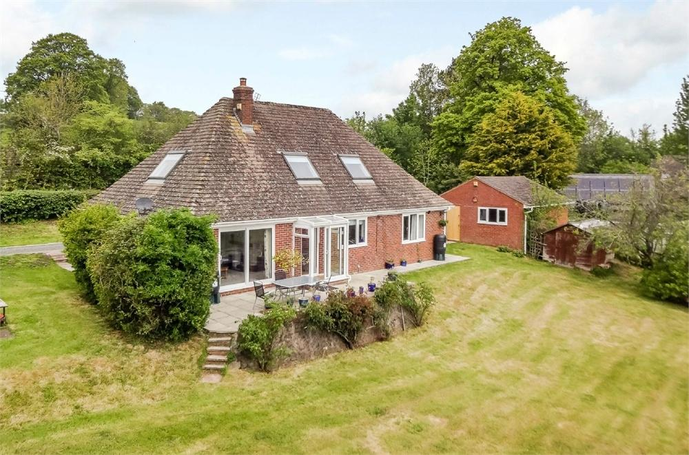 4 Bedrooms Detached House for sale in Newton St Margarets, Herefordshire