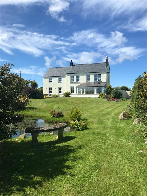 4 Bedrooms Detached House for sale in Tresissillt Fach, Llanwnda, GOODWICK, Pembrokeshire