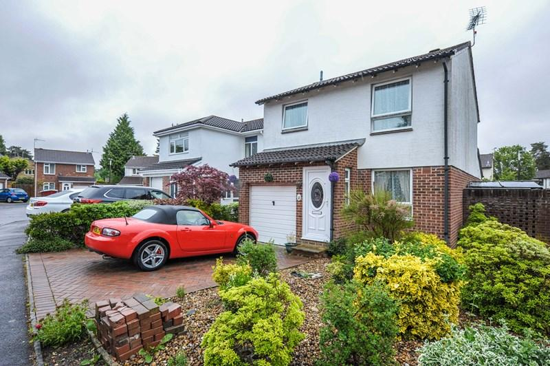 4 Bedrooms Detached House for sale in Nightjar Close, Creekmoor, Poole