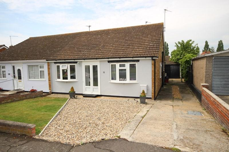 3 Bedrooms Bungalow for sale in Thornberry Avenue, Weeley, Clacton-On-Sea