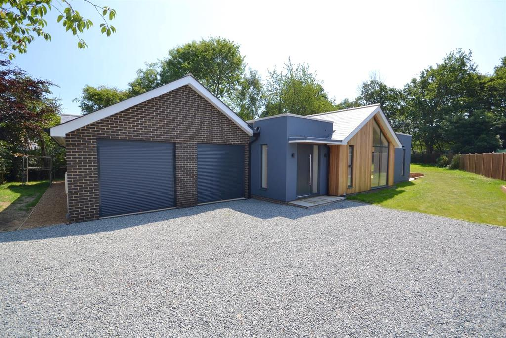 3 Bedrooms Bungalow for sale in The Ryefield, Little Baddow