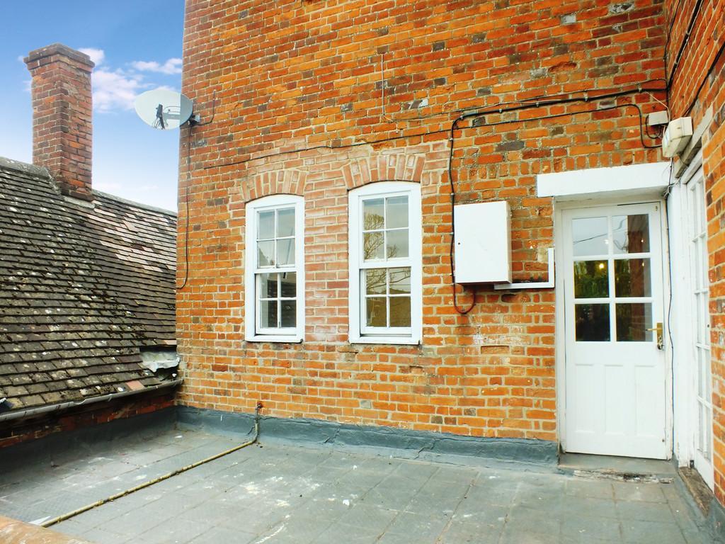 2 Bedrooms Maisonette Flat for sale in Faringdon