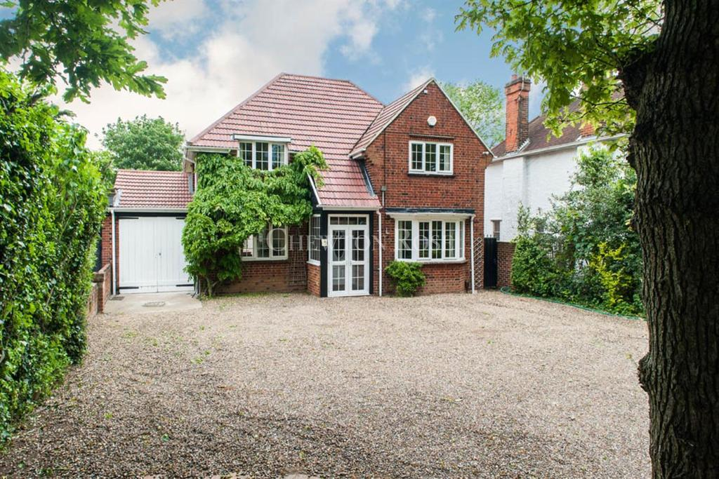 4 Bedrooms Detached House for sale in Slough, Berkshire