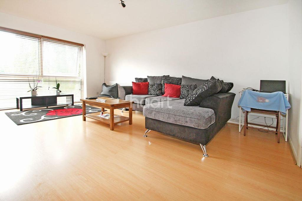1 Bedroom Flat for sale in Churchills, South Woodford, E18