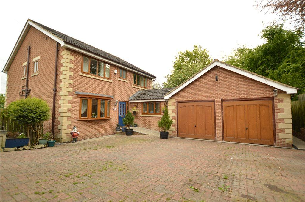 5 Bedrooms Detached House for sale in Blenheim Drive, Batley