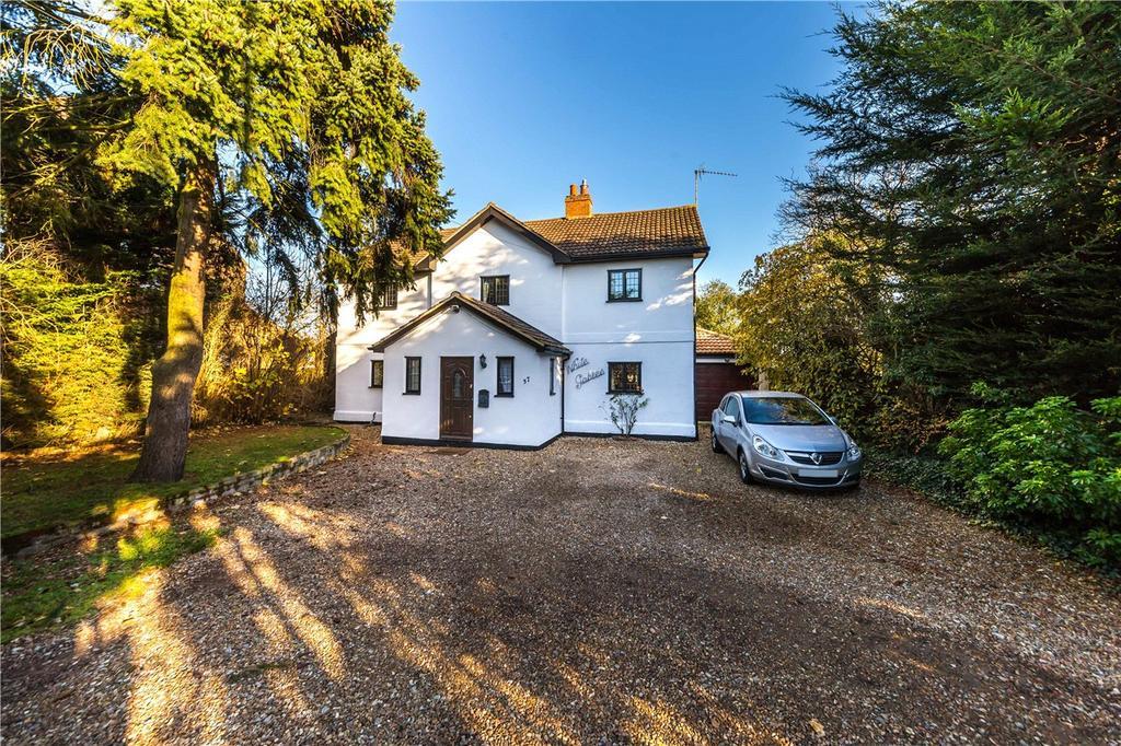 5 Bedrooms Detached House for sale in London Road, Woolmer Green, Knebworth, Hertfordshire