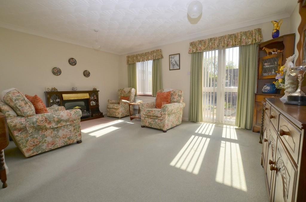 2 Bedrooms Detached Bungalow for sale in Dobbs Lane, Kesgrave
