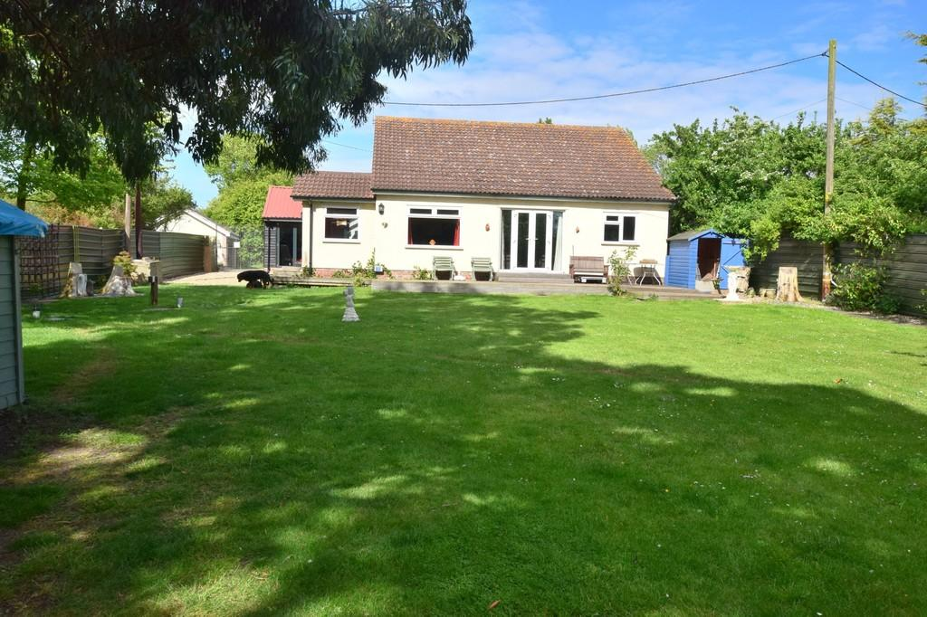 4 Bedrooms Detached Bungalow for sale in Dairy Farm Meadow, Point Clear Road, St. Osyth