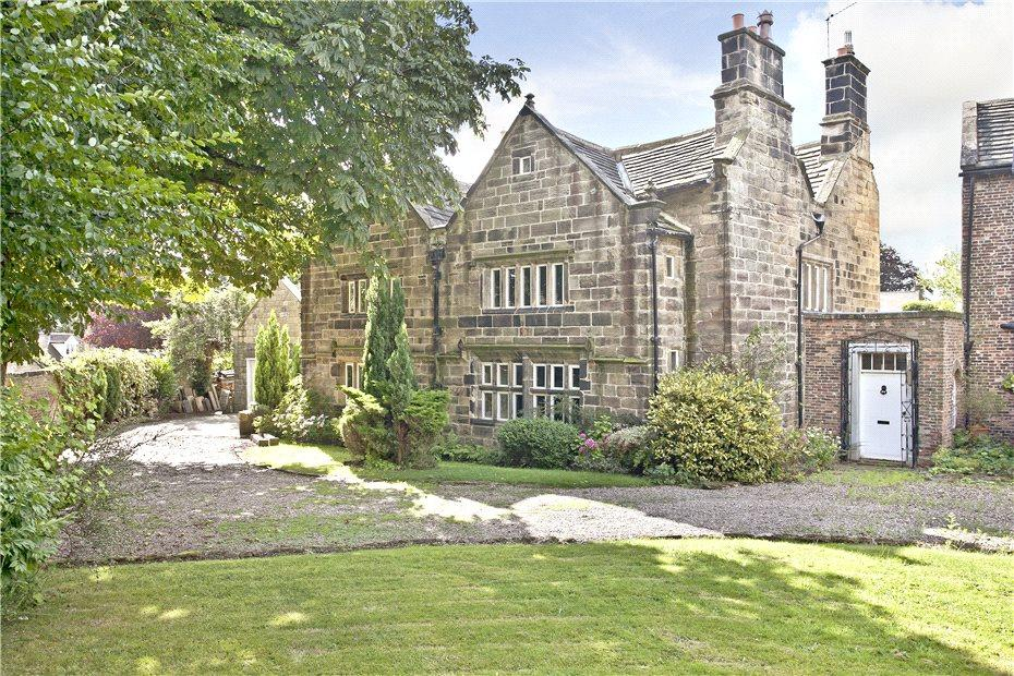4 Bedrooms Detached House for sale in Old Court House, Woolley, Wakefield, WF4