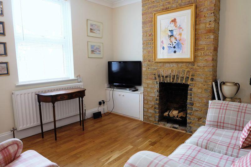 2 Bedrooms Terraced House for sale in Bourne Road, Bexley Village