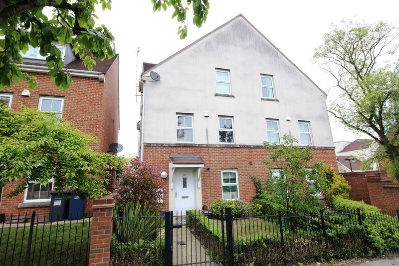 4 Bedrooms Semi Detached House for sale in Russell Lane, Whetstone