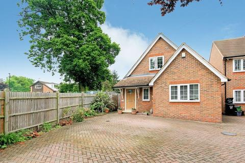 3 bedroom detached bungalow for sale - Orchard Avenue, Shirley