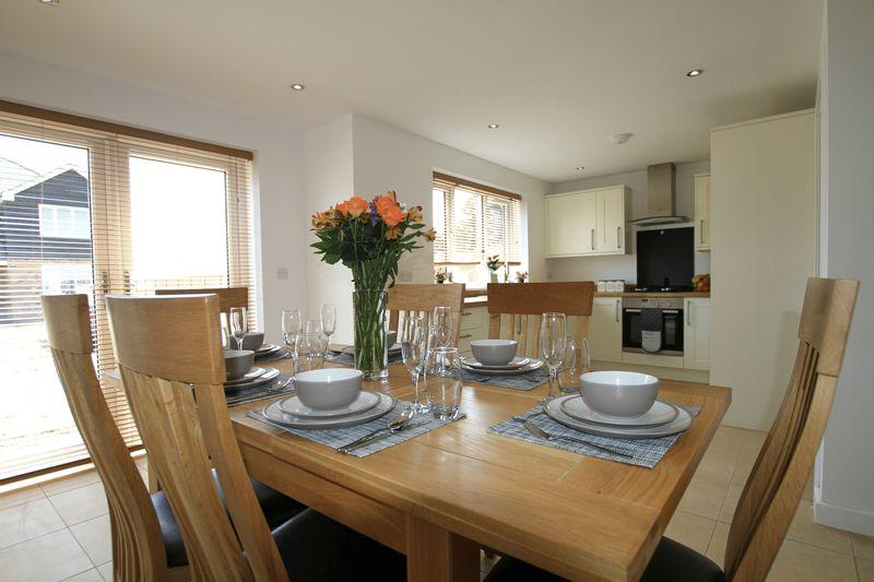 4 Bedrooms Detached House for sale in Ramsgate