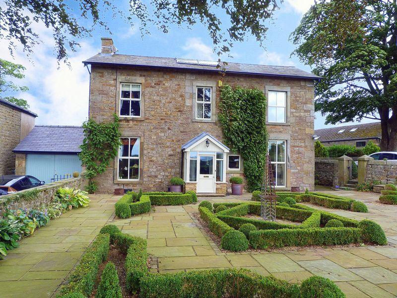 5 Bedrooms Detached House for sale in Burrow Heights Lane, Lancaster