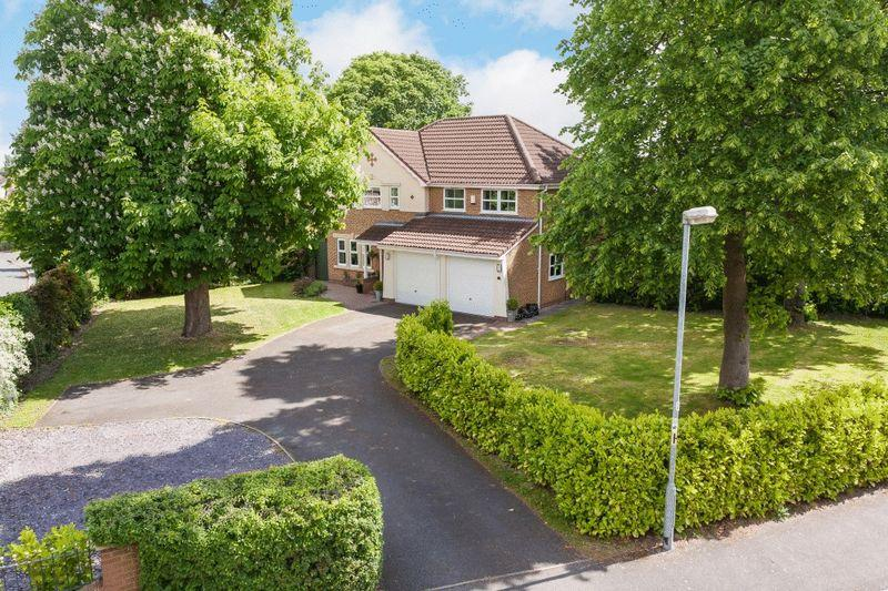5 Bedrooms Detached House for sale in Tall Trees, Blackthorn Close, Wistaston