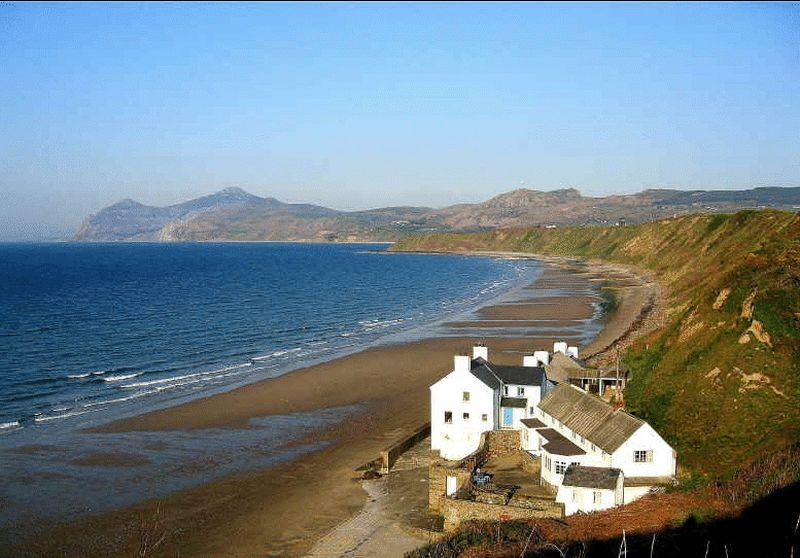 3 Bedrooms Apartment Flat for sale in Lon Las, Pwllheli