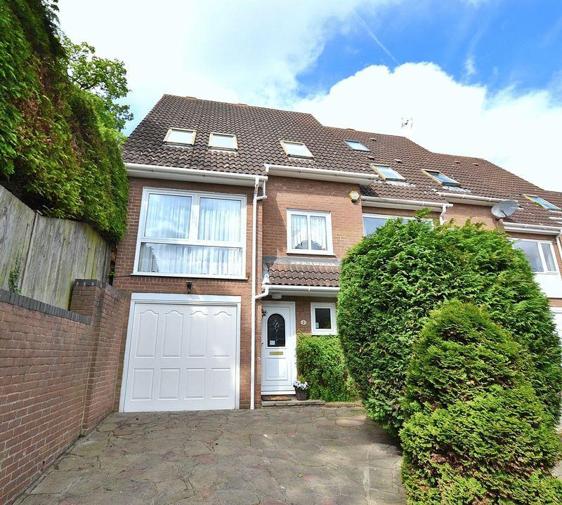3 Bedrooms End Of Terrace House for sale in Romney Drive, Bromley