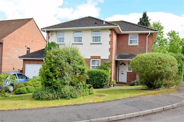 4 Bedrooms Detached House for sale in Le Corte Close, Kings Langley