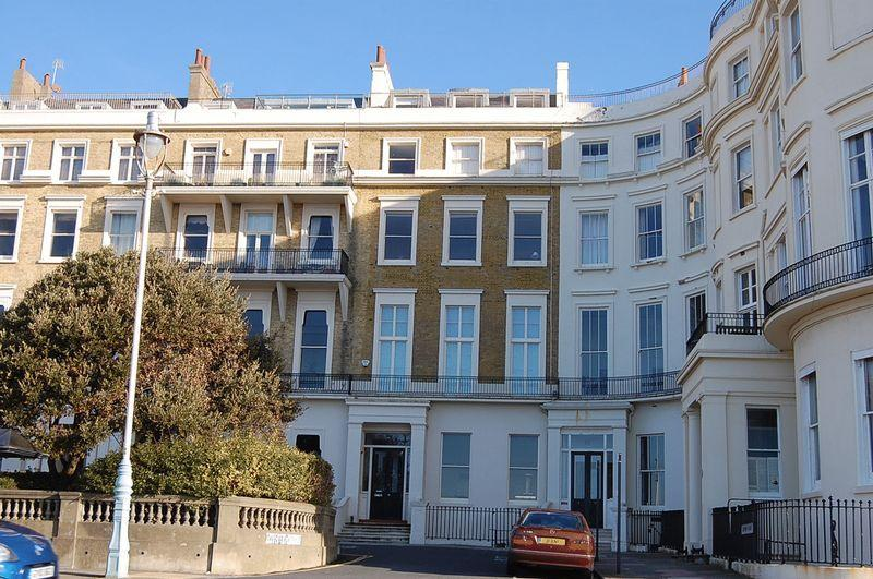 2 Bedrooms Flat for sale in Eastern Terrace, Brighton