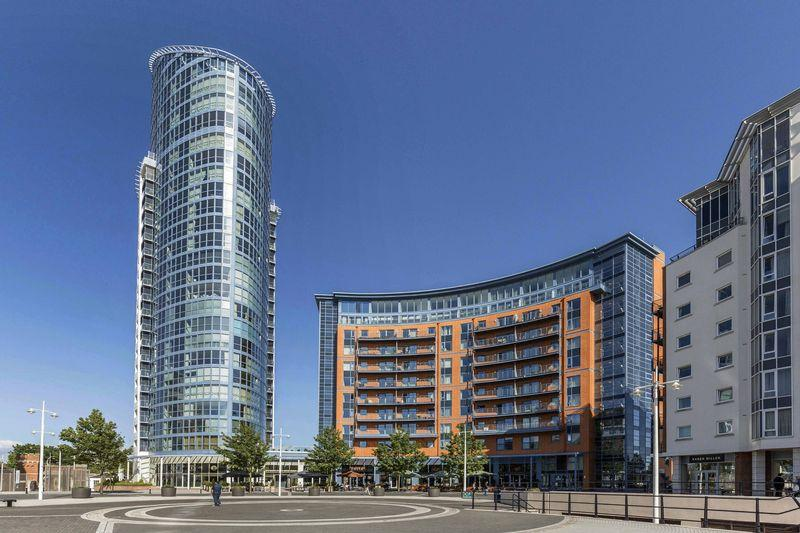 2 Bedrooms Apartment Flat for sale in No. 1 Building, Gunwharf Quays, Portsmouth