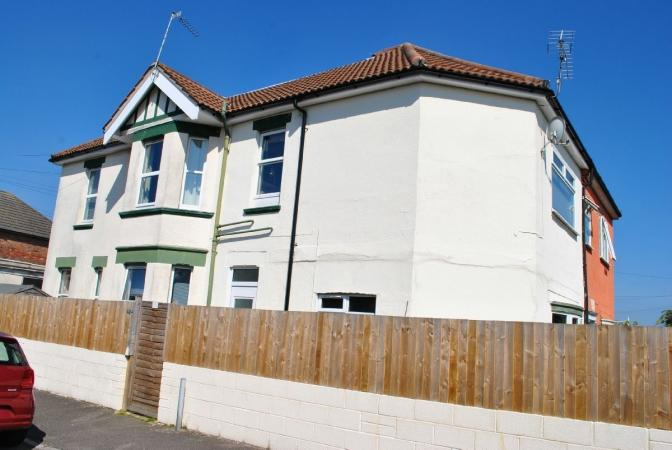 2 Bedrooms Flat for sale in Brownen Road, Bournemouth