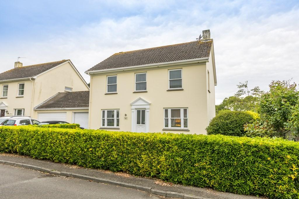 4 Bedrooms Semi Detached House for sale in Ville Au Roi, St. Peter Port, Guernsey