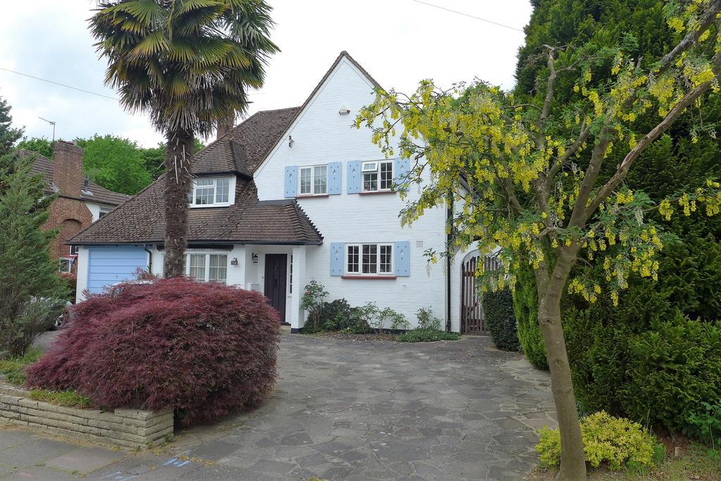 4 Bedrooms Detached House for sale in Broadwood Avenue, Ruislip