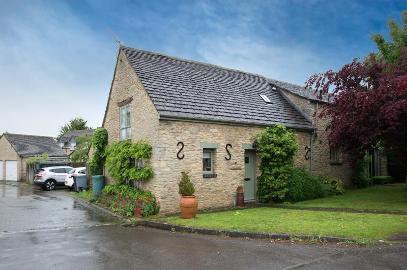 2 Bedrooms Semi Detached House for sale in Pack Horse Barn, Main Road, Curbridge, Witney, Oxfordshire