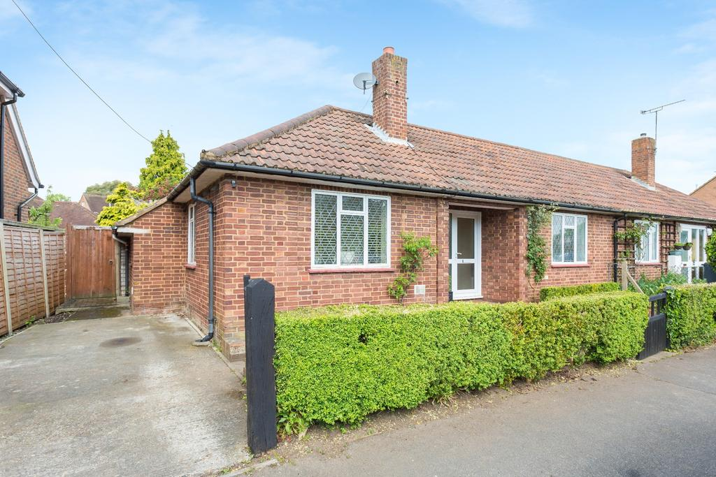 2 Bedrooms Bungalow for sale in Beaconsfield
