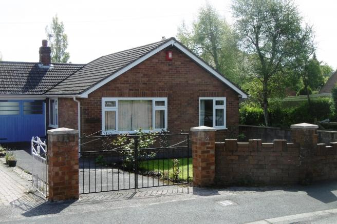 3 Bedrooms Bungalow for sale in Ashbourne, Ashley Road, St Georges, Telford, Shropshire, TF2 9LF