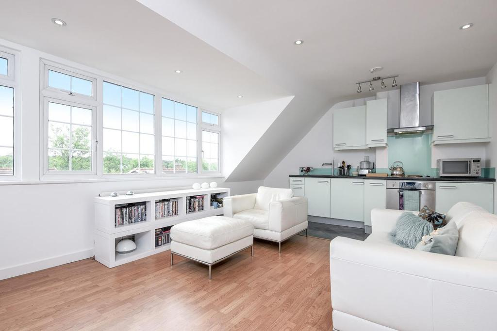 1 Bedroom Flat for sale in The Triangle, Kingston upon Thames, KT1