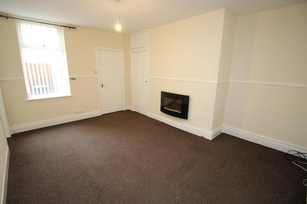 2 Bedrooms Flat for sale in Lieven Street, Hazlerigg, Newcastle Upon Tyne