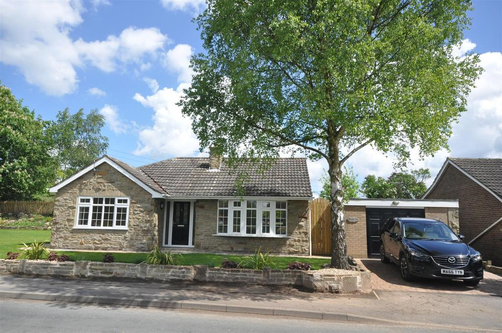 3 Bedrooms Bungalow for sale in Main Street, Claxton, York