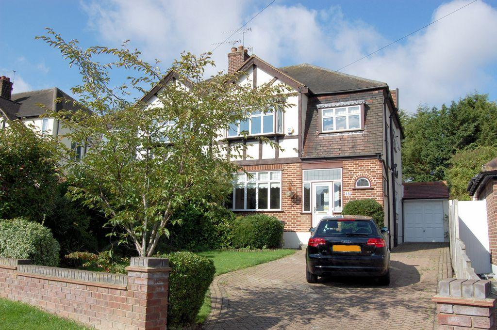 3 Bedrooms Semi Detached House for sale in Forest Edge, Buckhurst Hill, IG9