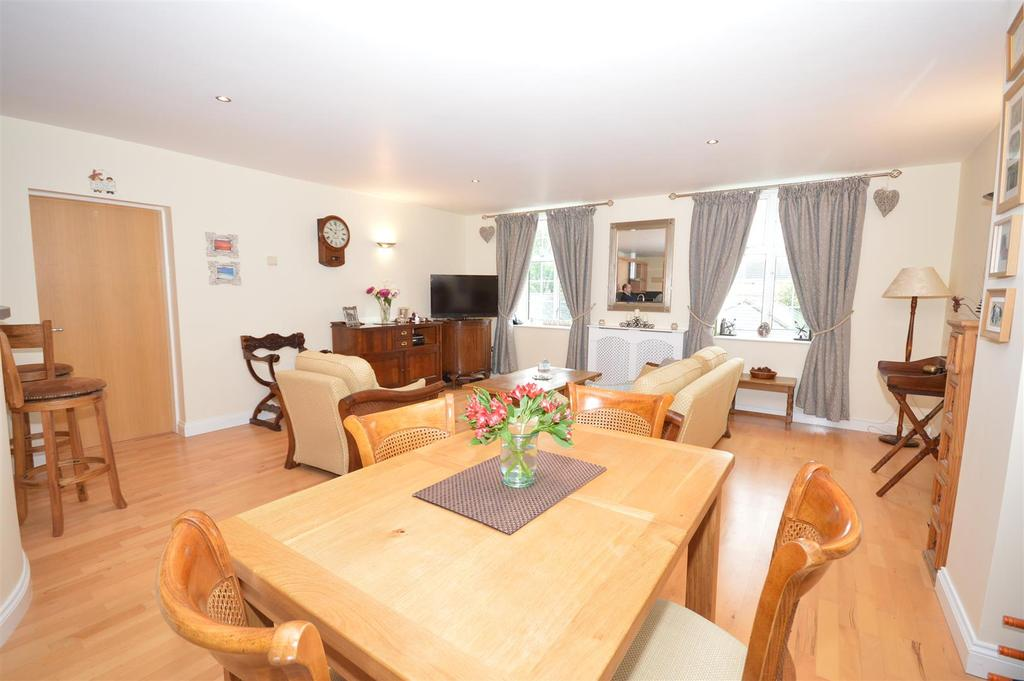 2 Bedrooms Flat for sale in Chichester Road, Bracebridge Heath, Lincoln