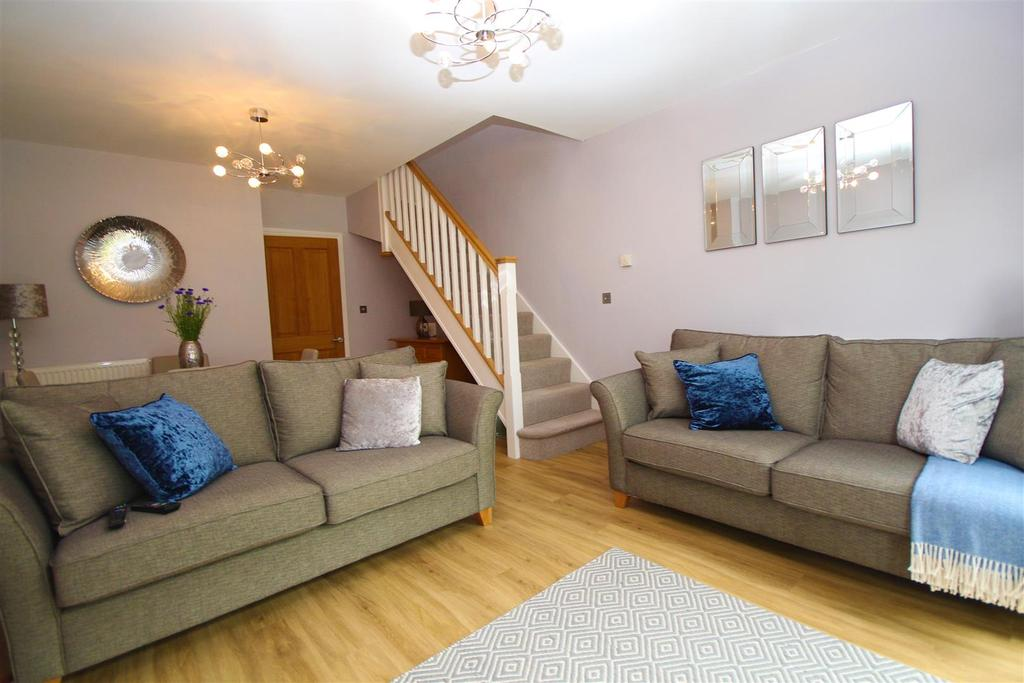 2 Bedrooms Terraced House for sale in Danesfield Gardens, Twyford, Reading