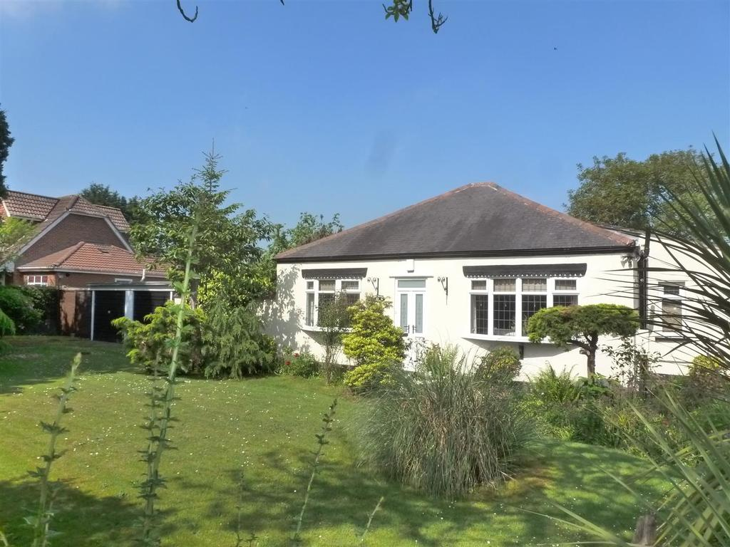 3 Bedrooms Detached Bungalow for sale in Station Road, Healing