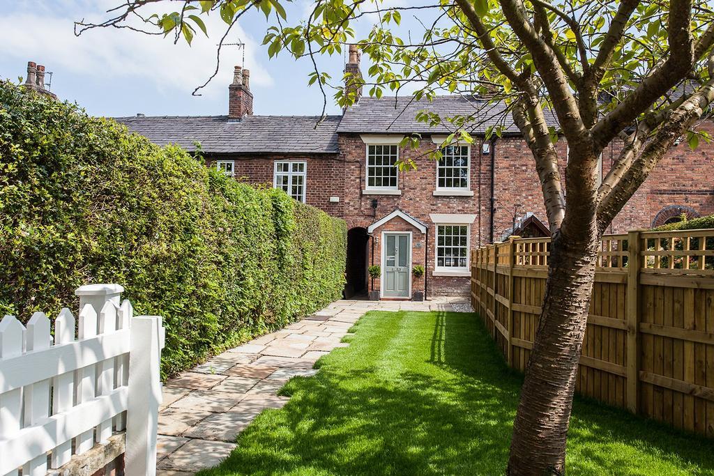 3 Bedrooms Terraced House for sale in Bollin Grove, Prestbury