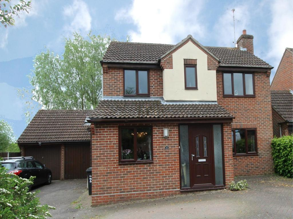 3 Bedrooms Detached House for sale in Bluebell Close, Witham, CM8