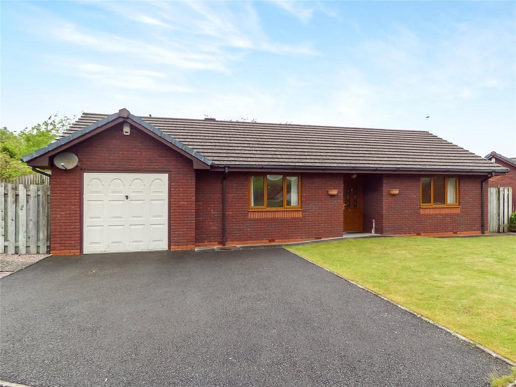 2 Bedrooms Detached Bungalow for sale in Oakridge Drive, Llandrindod Wells, Powys