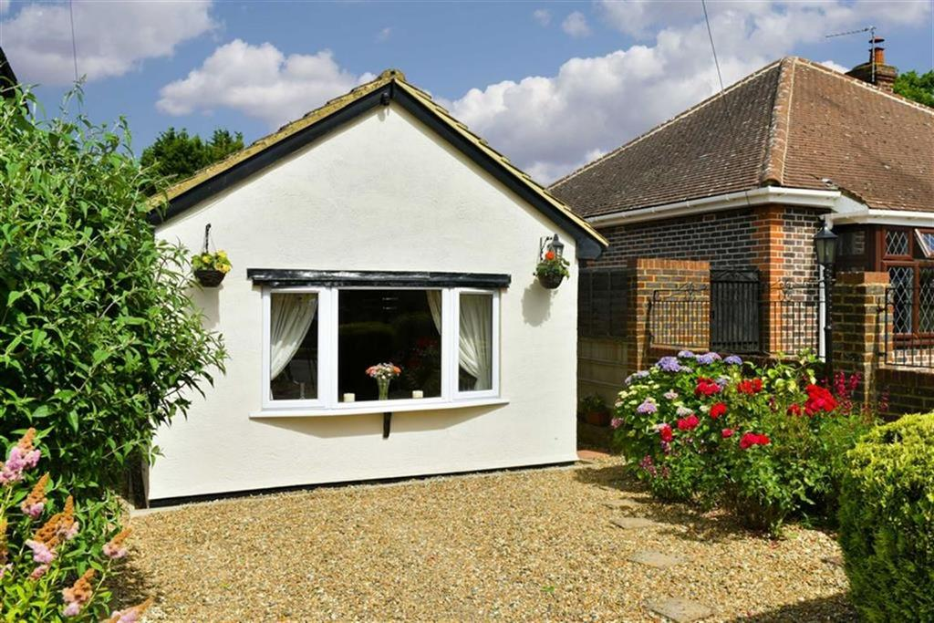 2 Bedrooms Detached Bungalow for sale in Josephine Avenue, Tadworth, Surrey
