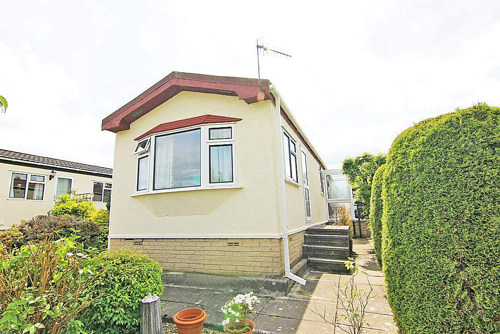 2 Bedrooms Park Home Mobile Home for sale in 18 The Avenue, Overdale Park, Skipton,