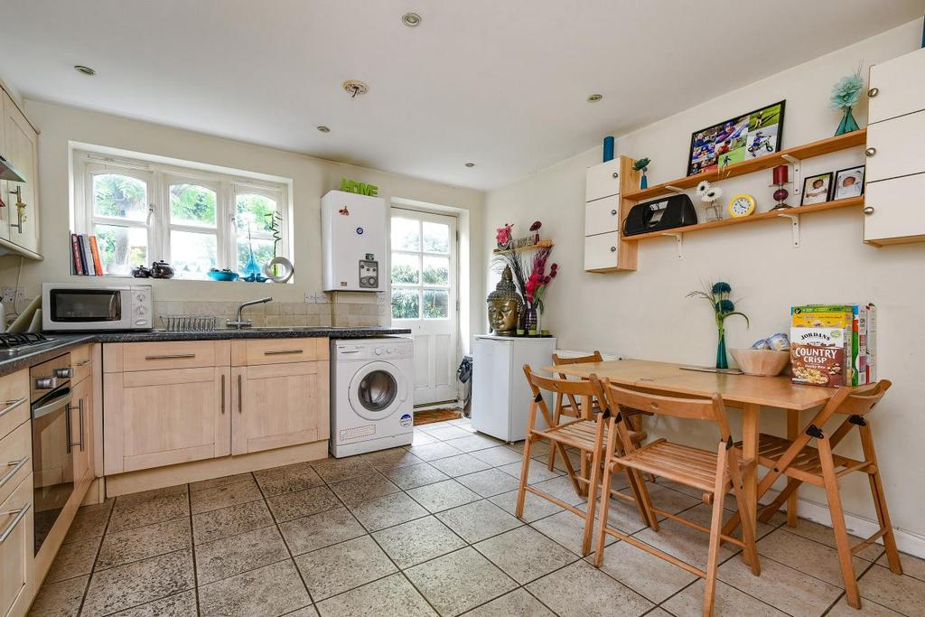 3 Bedrooms Terraced House for sale in Castle Mews, Graveney Road, Tooting, SW17