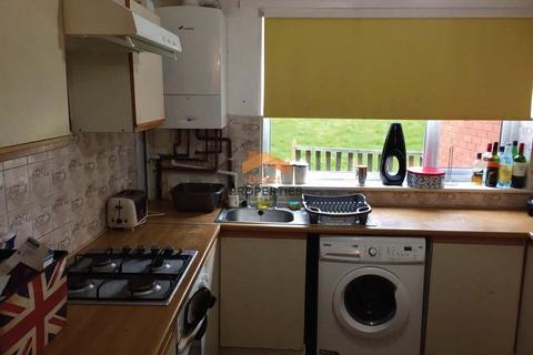 3 bedroom terraced house to rent - St. Johns Close, Hyde Park