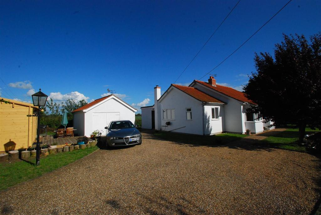 3 Bedrooms Detached Bungalow for sale in Elmswell