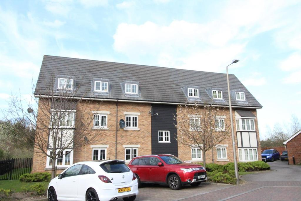 2 Bedrooms Ground Flat for sale in Weymouth Drive, Chafford Hundred, Grays, Essex, RM16