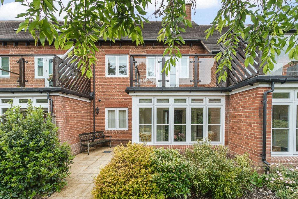 3 Bedrooms House for sale in Copperbeech Place, Newbury, Berkshire, RG14