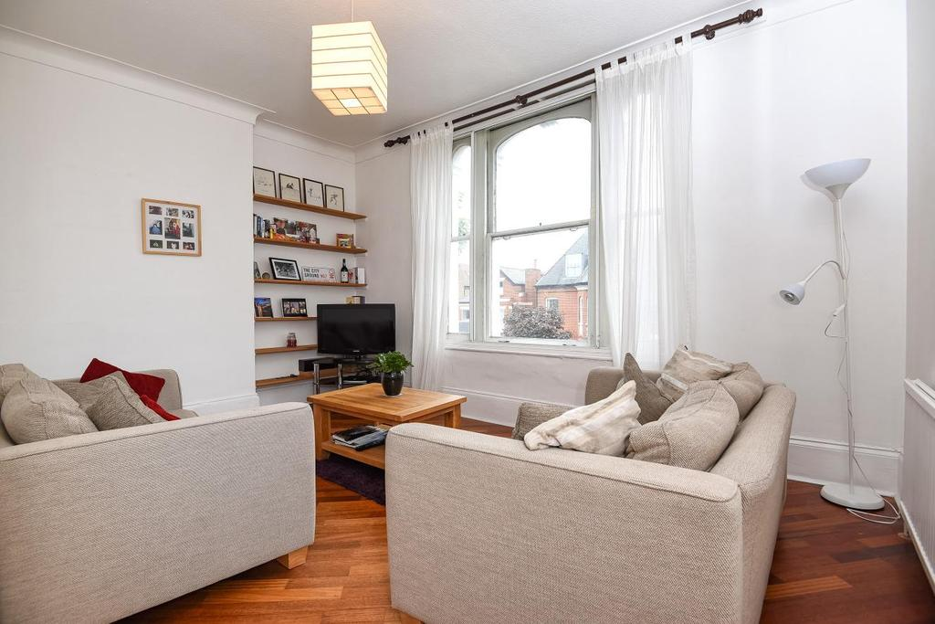 2 Bedrooms Flat for sale in North Side Wandsworth Common, Wandsworth