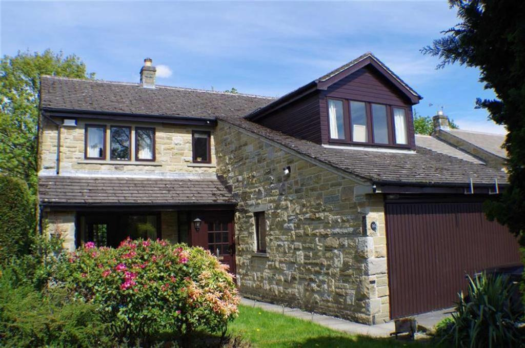 4 Bedrooms Detached House for sale in St Francis Gardens, Fixby, Huddersfield, HD2